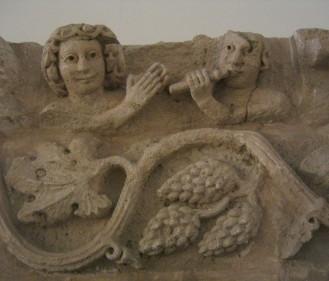 Temenos, tempio di Allat, Particolare del fregio dei musici